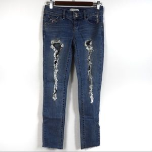 Y92 Young & Faded Distressed Skinny Jeans